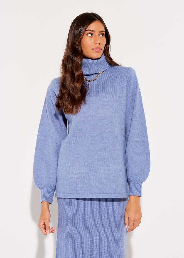 Sweater with chain