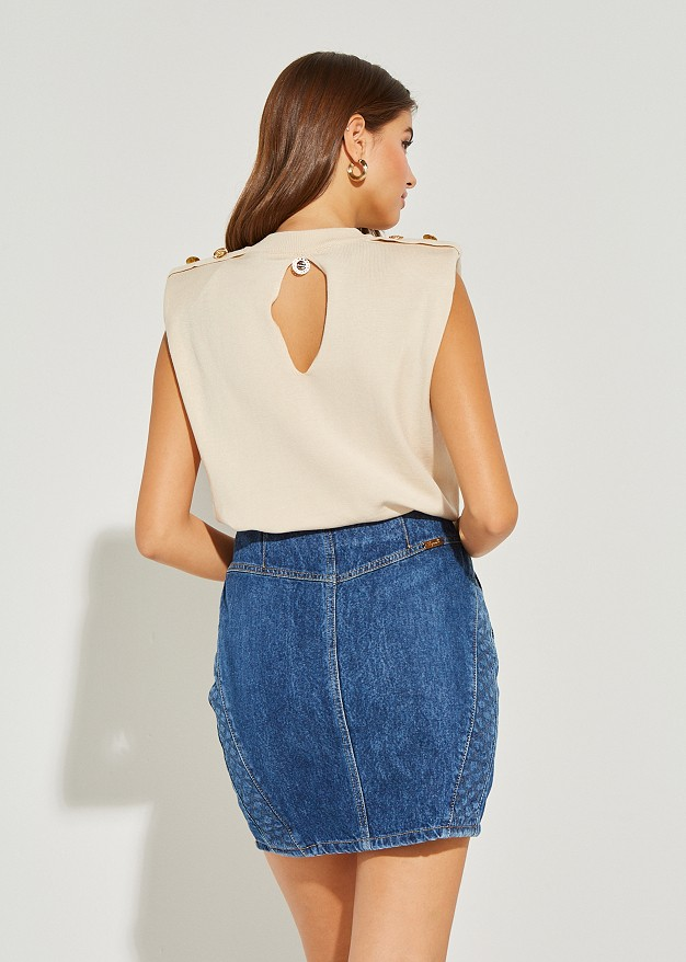 Sleeveless sweater with buttons