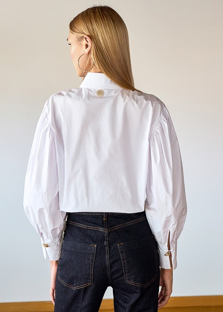 Shirt with puffed sleeves