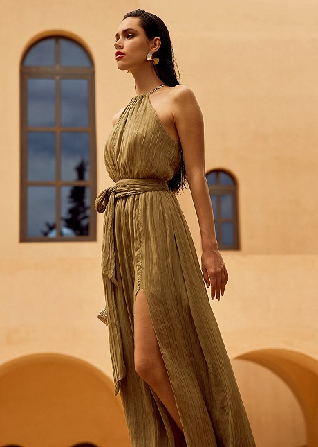 Maxi pleated dress with chain