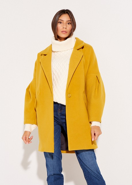Overcoat with button