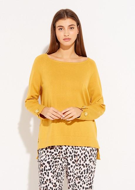 Пуловер с декоративни копчета
