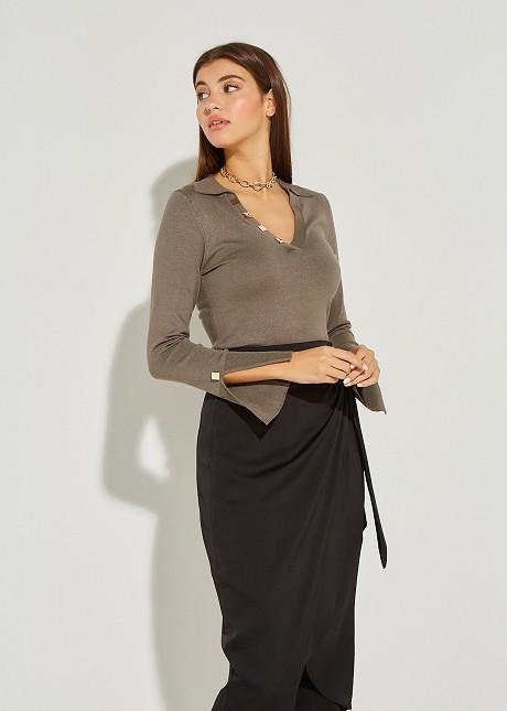 Блуза с яка