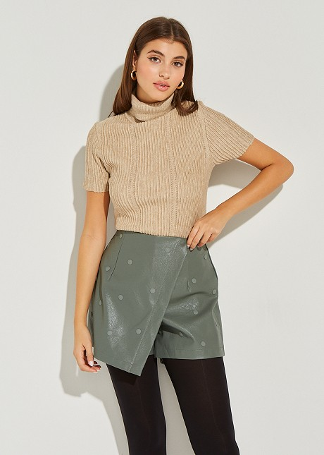 Knitted blouse with turtle neck