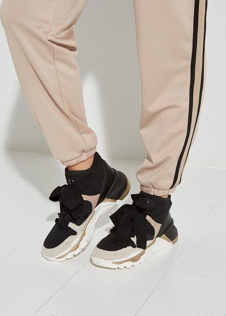 Sneakers με διακοσμητικά κορδόνια