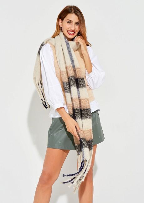 Кариран шал с ресни