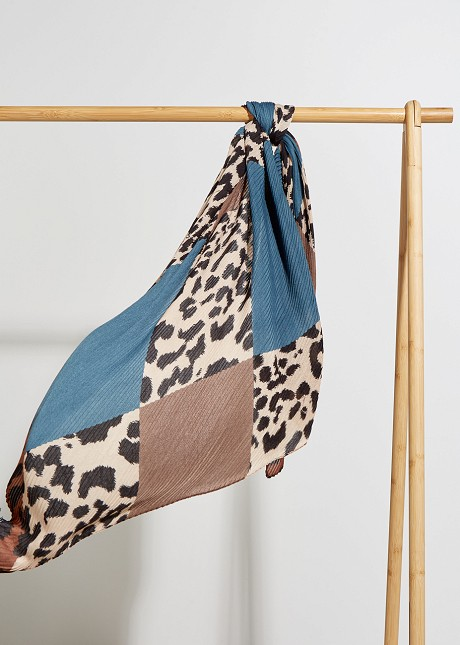 Pleated foulard with animal print