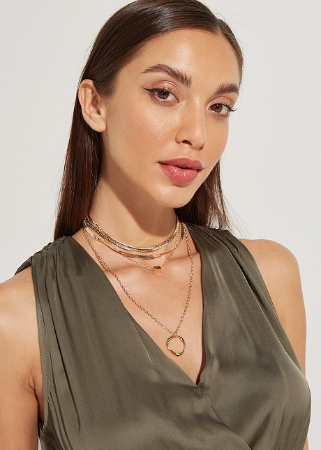 Multi chain necklace with circle