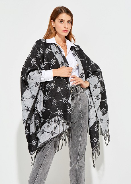Double sided cape with fringes