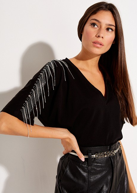 Blouse with fringes on the sleeve