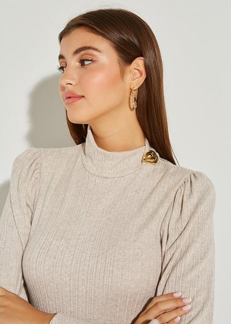 Плетен пуловер с копчета