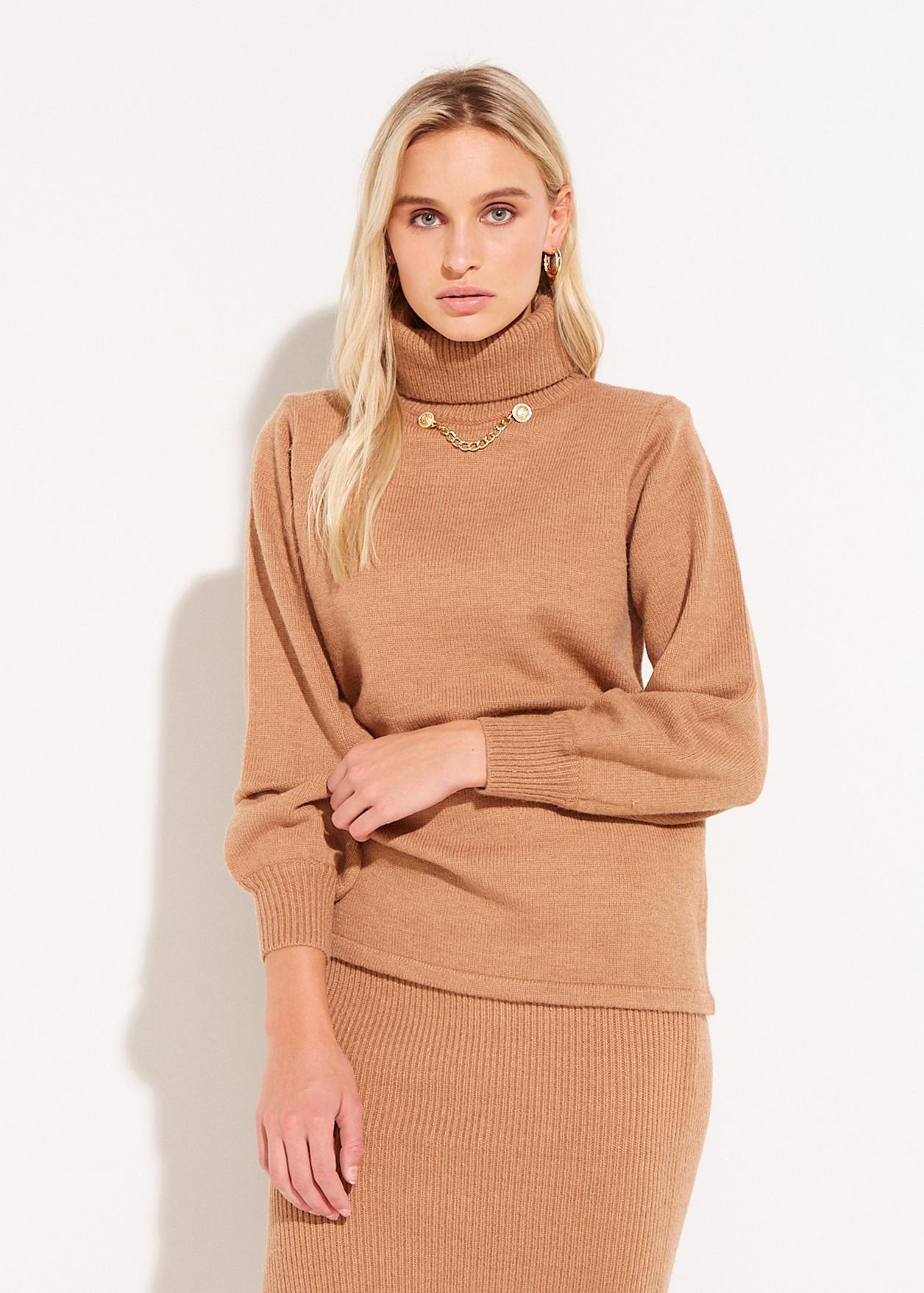 Пуловер с верижка