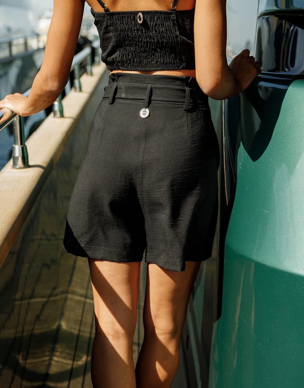 Къси панталони с висока талия